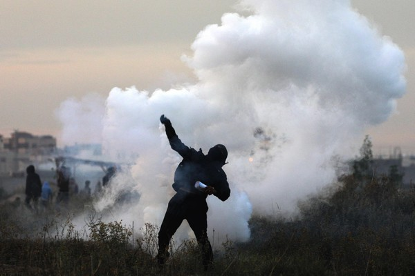 Clashes between protestors and IDF in Gaza City