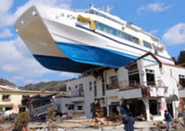 Immagini Tsunami Giappone 2011 Terremoto E Tsunami In