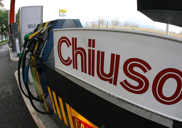 Sciopero dei benzinai il 26/6 contro la fattura elettronica © ANSA
