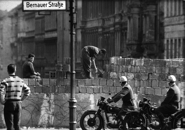 Speciale muro di berlino 25 anni fa il crollo che cambi for Mappa della costruzione di casa