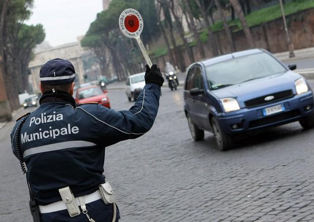 Italiani in auto, in cinque anni multe aumentate del 987%
