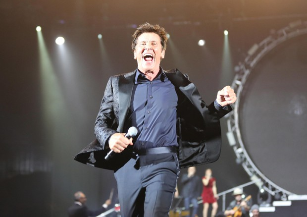 Gianni Morandi in concert at the Unipol Arena in Casalecchio di Reno (ANSA)