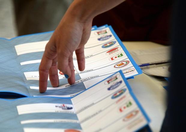 Alfano propone di votare lunedì nelle amministrative a giugno