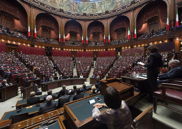 Referendum e la navetta va 442 giorni per un ddl for Aula di montecitorio