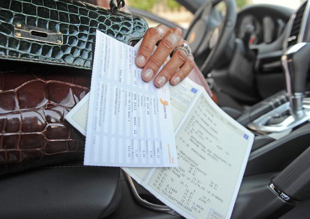 Addio al vecchio libretto, il certificato di proprietà ora è digitale © ANSA