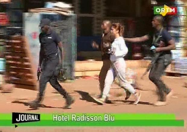 Uno degli ostaggi liberati in Mali (ANSA)