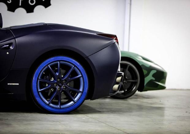 Pneumatici pirelli colorati per le auto di lapo elkann for Auto di lapo elkann