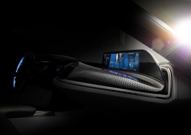 Il cruscotto diventa un enorme touchscreen nel concept BMW AirTouch