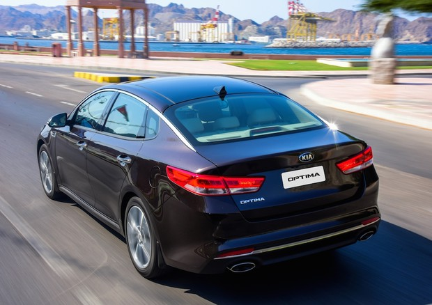Kia Optima plug-in Hybrid: in arrivo la berlina ibrida