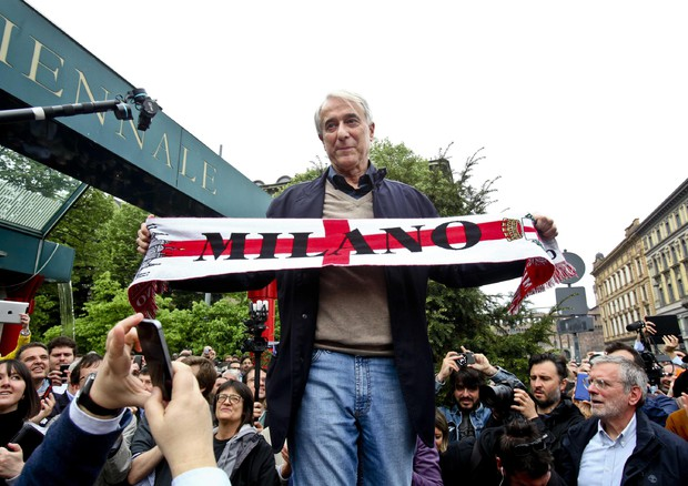Nessuno tocchi Milano, migliaia in corteo (ANSA)