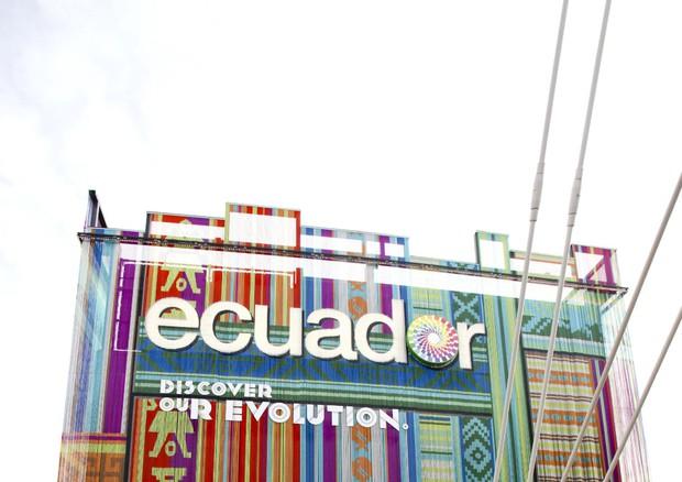 Expo Milano Stand Ecuador : Ecuador con uccello dalle zampe azzurre speciali ansa