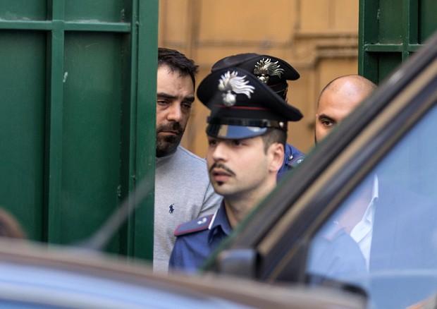 Luca Gramazio viene arrestato dai carabinieri (ANSA)