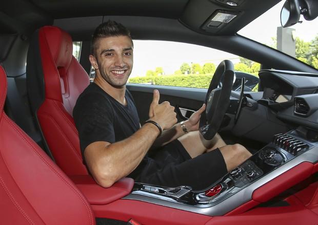 Andrea Iannone in visita a stabilimento Lamborghini - Attualità - ANSA.it