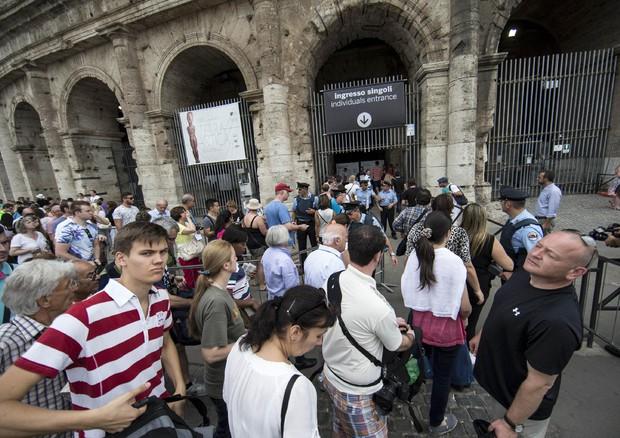 Assemblea sindacale, chiusi Colosseo e Foro (ANSA)