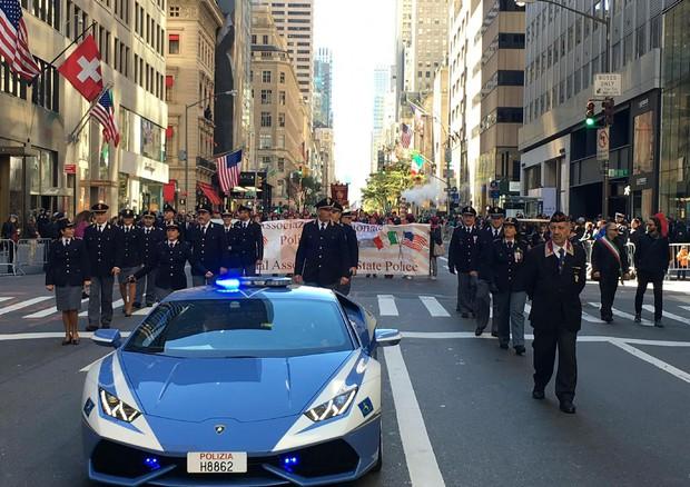 Lamborghini Huracan della polizia per le strade di New York VIDEO
