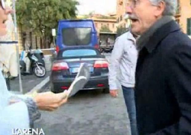 D'Alema si infuria con l'inviata Rai e rovescia il piatto di agnolotti