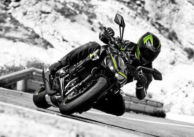 La Kawasaki Z1000 diventa R per la gioia degli sportivi