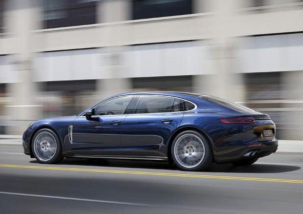 Panamera, Porsche amplia la gamma. Arriva la Executive