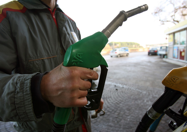 Risultati immagini per Aumento prezzo dei carburanti, Codacons lancia l'allarme