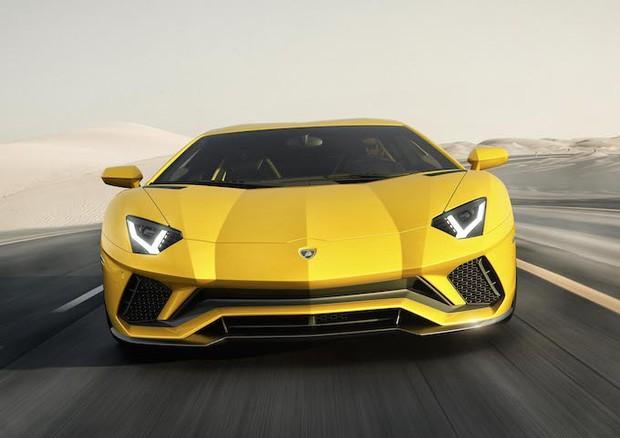 Lamborghini Aventador S: il V12 vola a 740 CV