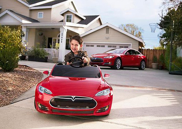 Tesla Model S by Radio Flyer: per i piccoli