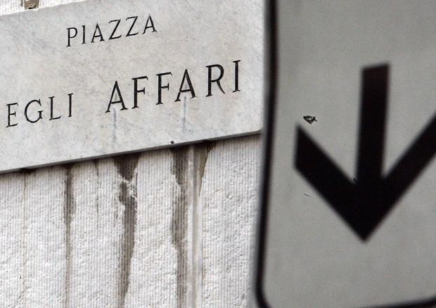 BORSA MILANO cede circa 1% dopo voto, giù Mediaset e banche