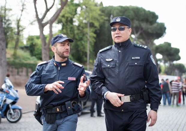 Numeri identificativi degli agenti di polizia da due anni for Numero deputati parlamento italiano