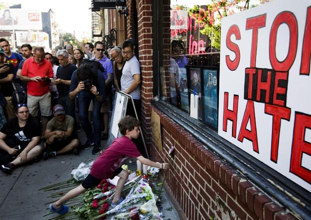 Isis rivendica strage Orlando.Trump,musulmani al bando