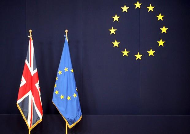 Brexit: è fatta. Il Regno Unito dice ciao all'Europa. Le borse crollano