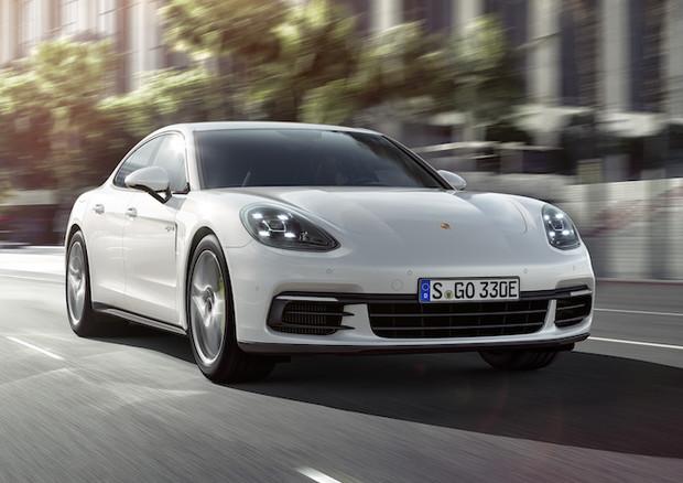 Nuova Porsche Panamera 4 E-Hybrid, fino a 50 km in elettrico