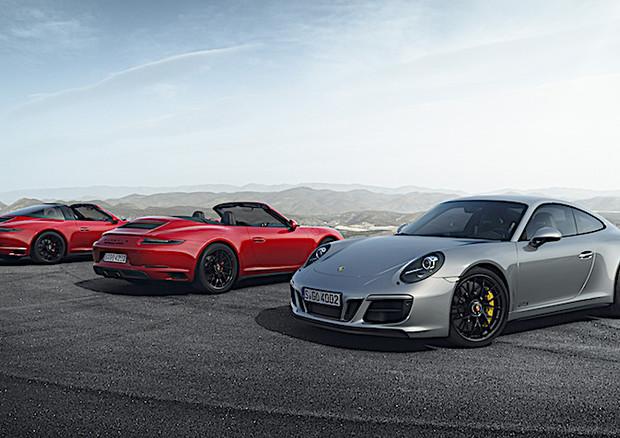 Porsche 911 GTS restyling passa al turbo