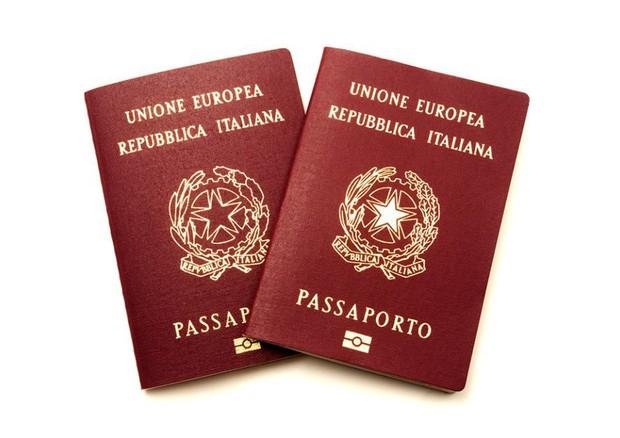 Risultati immagini per passaporto