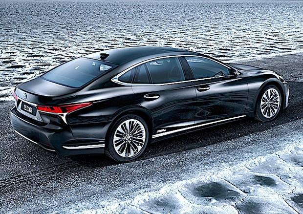 Lexus: a Ginevra debutta la nuova LS 500h