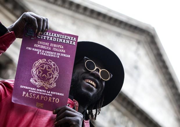 Una manifestazione per lo Ius soli al Pantheon in una foto d'archivio © ANSA