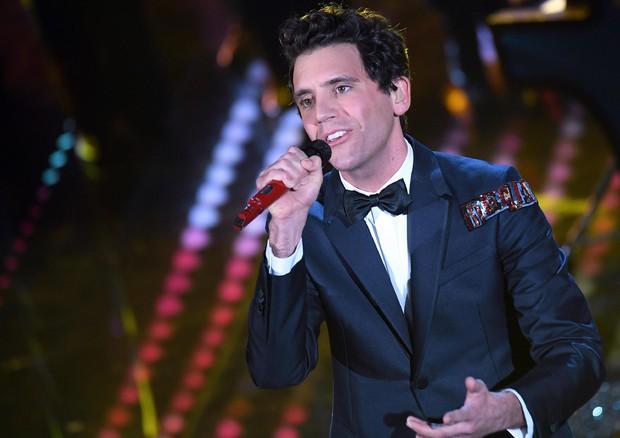 Sanremo 2017, Mika, viva arcobaleno, rappresenta tutti i colori