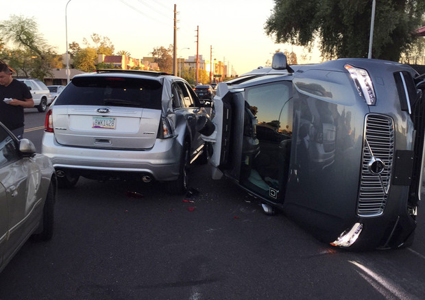 Uber ferma i veicoli autonomi