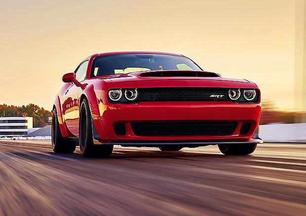 Dodge Demon, la prima auto di serie capace di... impennare