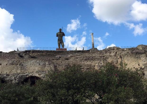 La statua del Dedalo di Mitoraj che rimarrà a Pompei (ANSA)
