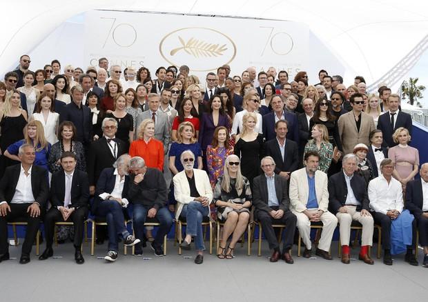 Cannes: oltre 100 star, foto di gruppo per 70 anni festival © EPA