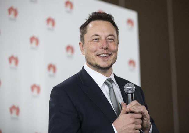 Tesla, Elon Musk accusa: