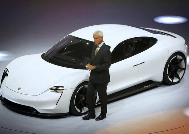 Volkswagen aumenta la produzione di auto elettriche