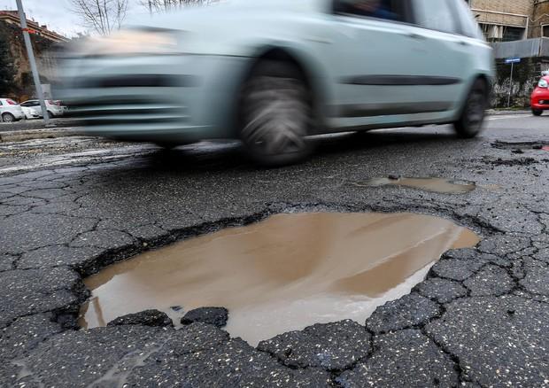 Allarme Buche e Voragini a Roma: Traffico in Tilt