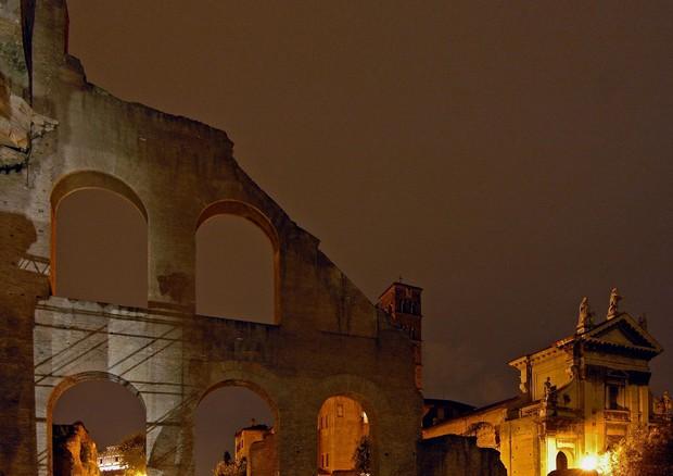 Un'immagine della Basilica di Massenzio, che ospita il Festival Letterature (ANSA)
