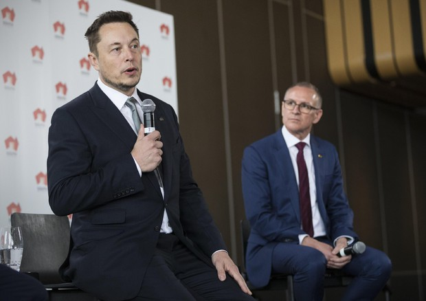 Tesla Wsj incidenti e modelli a rilento emorragia manager