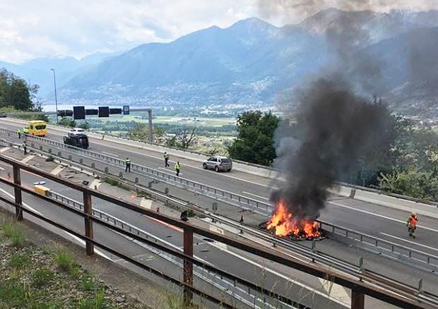 Tesla a fuoco in Svizzera, ipotesi di 'thermal runaway'
