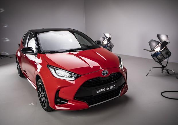 Quarta generazione rinnovata e più efficiente — Toyota Yaris ibrida