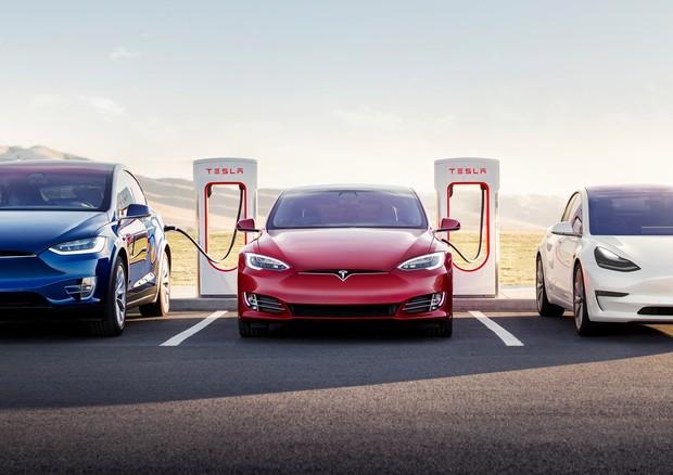 Tesla torna a fare utili