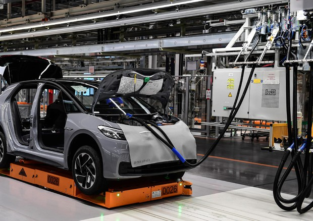 Volkswagen, aumentano gli investimenti per l'elettrico