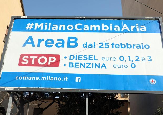 Smog: a Milano debutta Area B, stop ad auto pi inquinanti © ANSA
