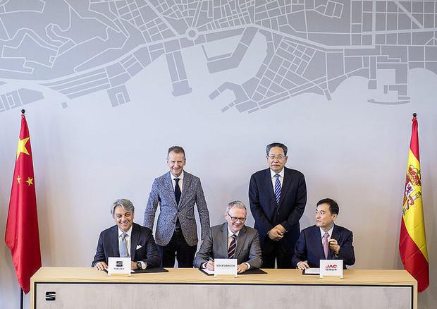 caf112a852 Volkswagen e Seat sbarcano nella Smart City cinese di Hefei ...